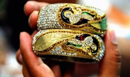 No GST on sale of old gold jewellery, vehicles by individuals